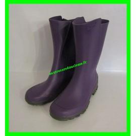Bottes violettes en plastique P. 31-32 Decathlon