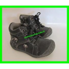 Chaussures noires / grises La boîte à malice P. 20
